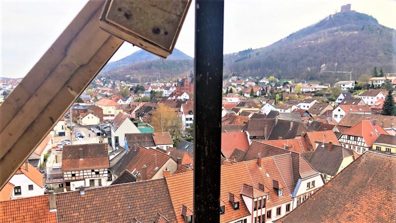Stadtkirche Annweiler.Turmuhrbeleuchtung und Läutewerk sollen ertüchtigt werden
