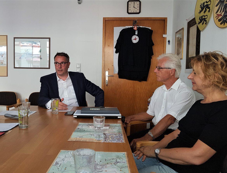 MdL Alexander Schweitzer besucht Zukunft Annweiler. Ehrenamtliches Engagement ersetzt nicht amtliche Leistungen