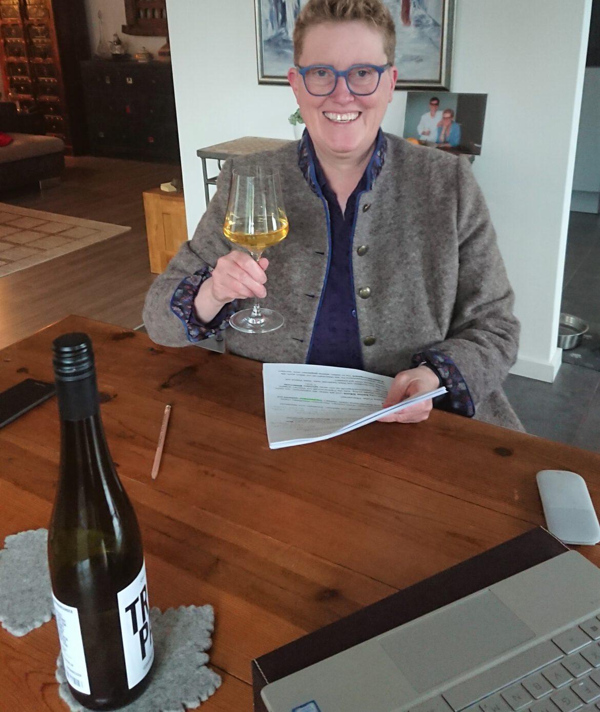 Aromalabor Südpfalz und Kreisvolkshochschule SÜW.Online-Weinseminare mit Assistant Sommelière Susanne Geipert