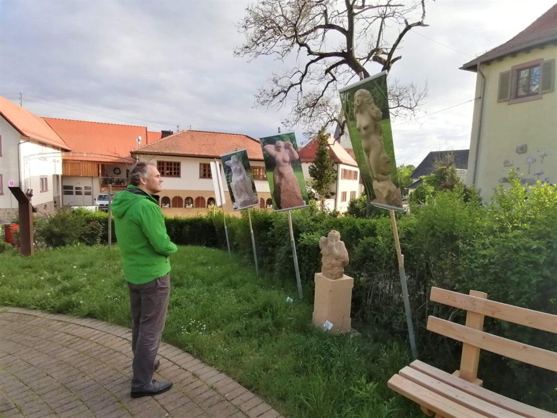 Skulpturgarten in Schweigen-Rechtenbach.Rundgang mit Landrat Seefeldt