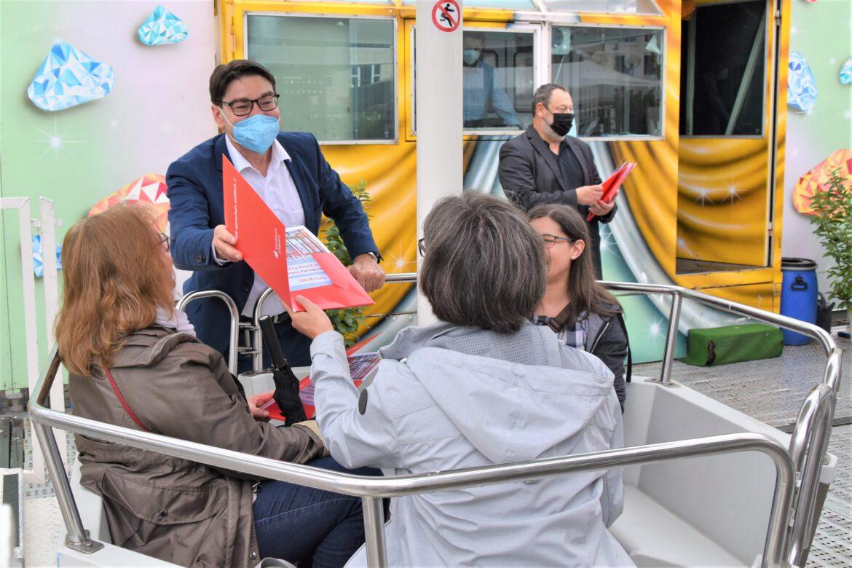 Zeichen der Wertschätzung.500-Euro-Spenden für alle Landauer Kitas.OB Thomas Hirsch lädt Kita-Leiterinnen zur Riesenrad-Fahrt ein
