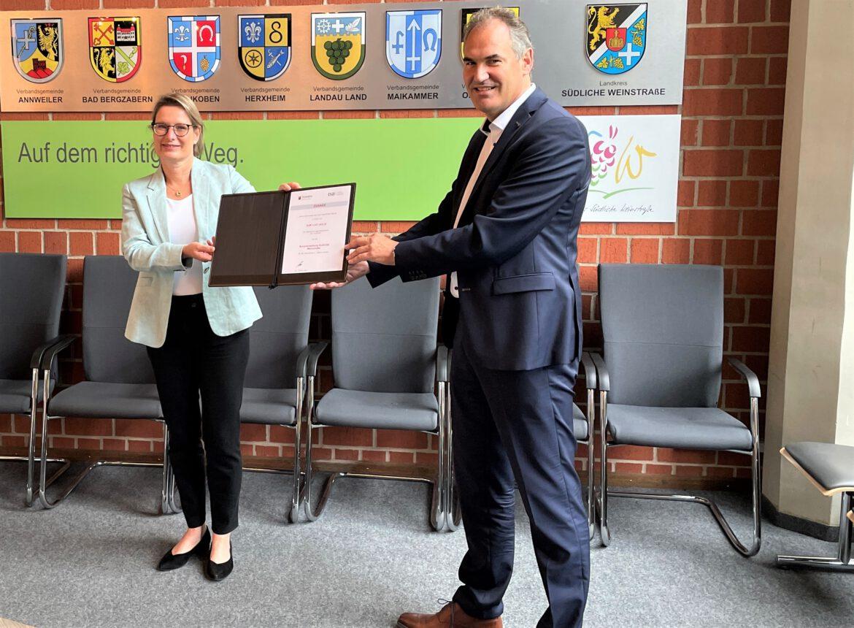 DigitalPakt Schule.1,2 Millionen Euro für Schulen im Landkreis SÜW
