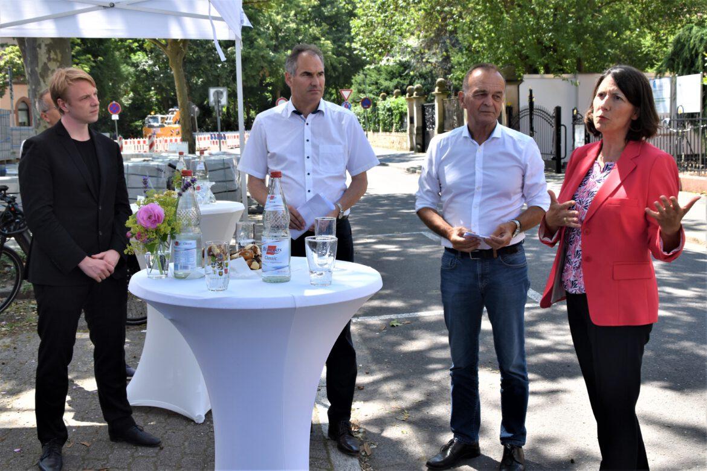 Verkehrsministerin Daniela Schmitt (FDP): 300.000 Euro für bessere Radwege