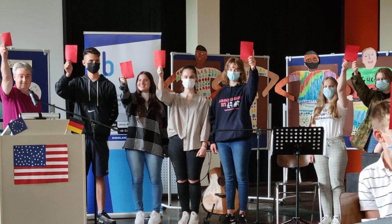 """RealschulePlus Annweiler.Die Rote Karte gegen Rassismus und Diskriminierung.Festakt """"Schule ohne Rassismus – Schule mit Courage"""""""