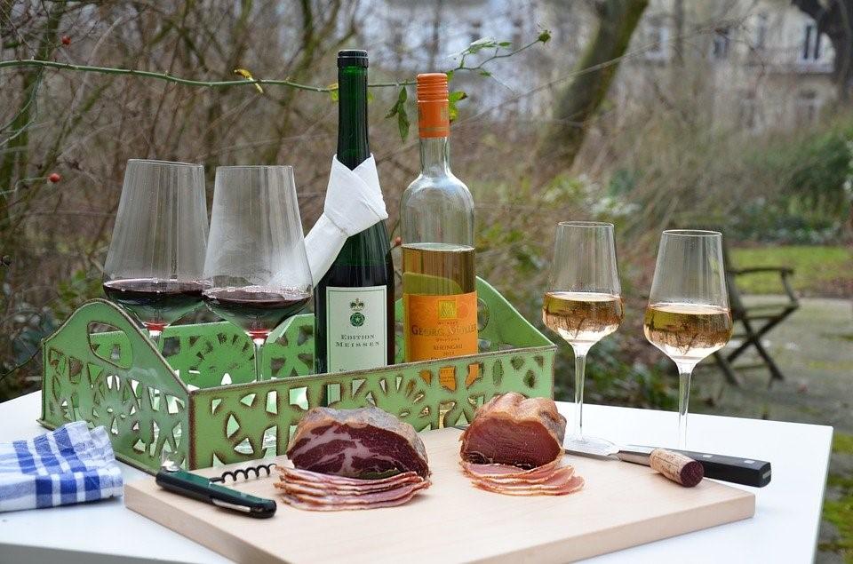 Für Weinfreunde mit Wissensdurst. Weitere Weinseminare an der KVHS SÜW