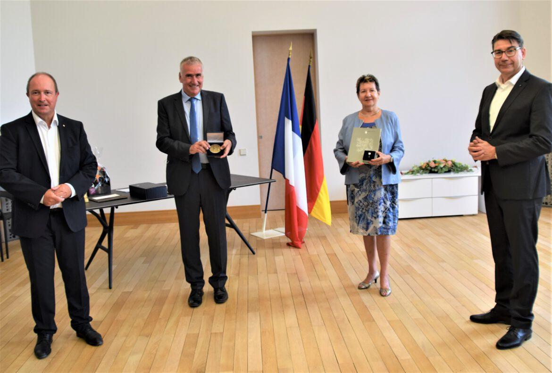 Deutsch-französischen Freundschaft.Simone Luxembourg und Rudi Klemm mit Ehrenmedaille ausgezeichnet