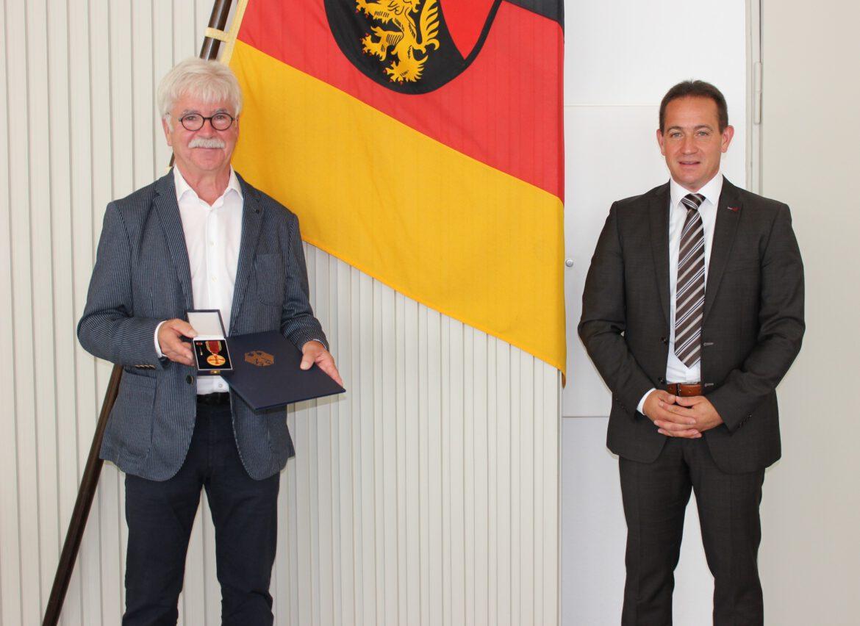 Helmut Dudenhöffer aus Herxheim erhält Verdienstmedaille des Verdienstordens der Bundesrepublik Deutschland