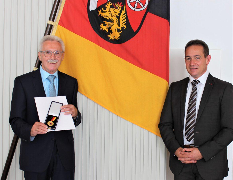 Verdienstmedaille des Landes an Dieter Steigner aus Landau