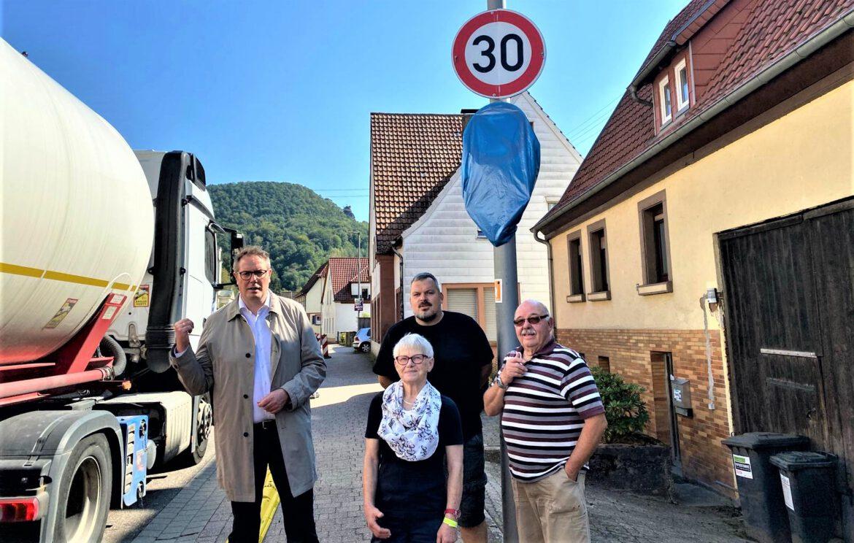 Vollsperrung B10. Umleitung Rinnthal.Minister Alexander Schweitzer vor Ort.