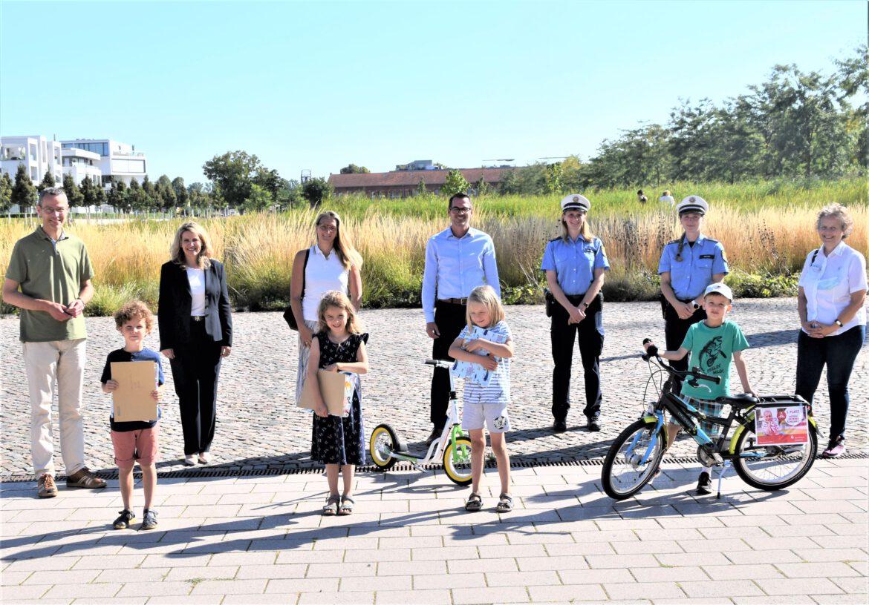 Aktion Sicherer Schulweg.Fußgänger-Parcours mit Bravour gemeistert.Sechs Kinder für besondere Leistungen ausgezeichnet