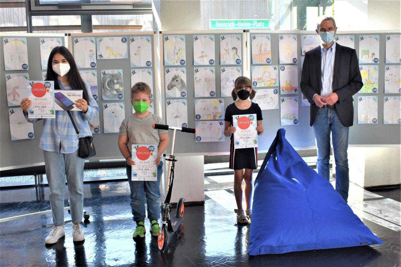 Lesesommer 2021 zu Ende. 3.272 Bücher gelesen. Kulturdezernent Ingenthron überreicht Preise an Sakine Hosseini, Paul Arneth und Lilli Schwarz